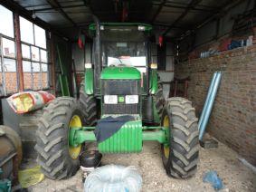 出售2011年约翰迪尔1204拖拉机带农具 高清图片