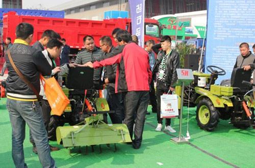 沭河 120型小四轮拖拉机亮相青岛国际农机展览会