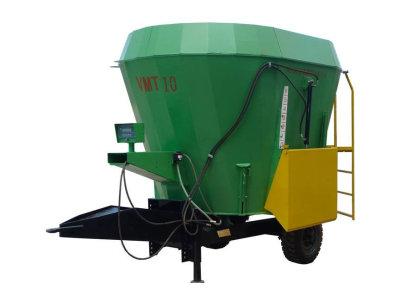 现代农装VMT-4牵引立式全日粮搅拌喂料车