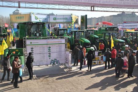 约翰迪尔参展2014年黑龙江农机产品展示交易会 高清图片