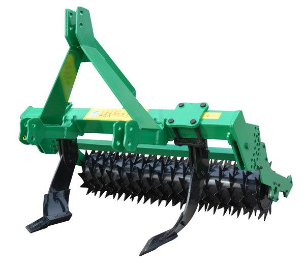 """大华宝来""""W""""系列深松机、深松整地联合作业机是我公司吸收世界最先进的深松技术,原装进口欧洲弧面倒梯型深松铲研发生产的。具有其它型式深松机不可相比的优点。  作业质量高:深松铲采用特种弧面倒梯型结构设计,实现对土壤的全方位深松,形成贯通作业行的""""鼠道"""",作业时不打乱土层,不翻土,松后地表平整,保持植被的完整性,最大程度的减少土壤失墒,更利于免耕播种作业; 适用性强:适用于不同质地及秸秆覆盖量的土壤进行作业,特别是在秸秆覆盖量大的地块作业不会产生壅堵; 作业效率"""