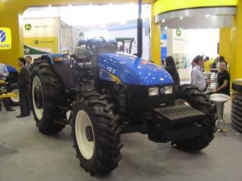 snh904拖拉机   上海纽荷兰公司的15个申报产品全部中选入高清图片