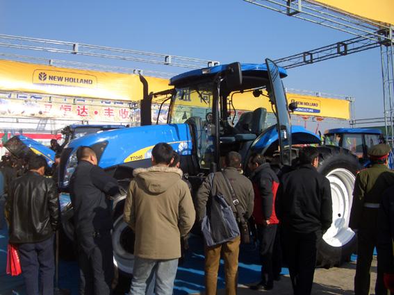 100马力拖拉机外,纽荷兰新产品snh1104,1204和1304,snh250/2高清图片