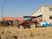 安徽太湖县农机局组织召开秸秆打捆现场会
