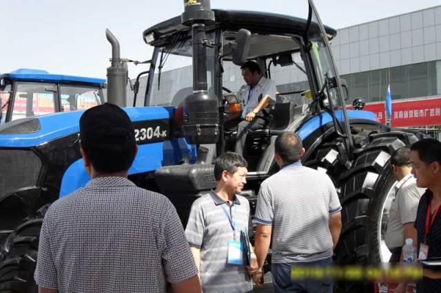 新疆用户亲身体验雷沃大马力拖拉机