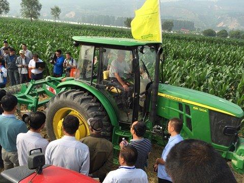 约翰迪尔拖拉机助力甘肃省农机深松整地作业技术现场演示会