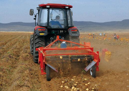 五征4UM-170马铃薯收获机