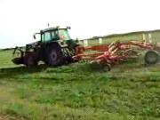 芬特拖拉机和库恩搂草机