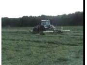 芬特拖拉机和库恩牧草割晒机