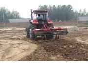 现代农装1SL-250深松整地联合机作业视频