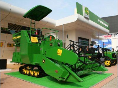 约翰迪尔R40水稻收割机亮相2010全国农机会