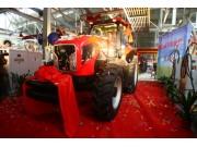 中国第一台动力换挡重型拖拉机在中国一拖下线