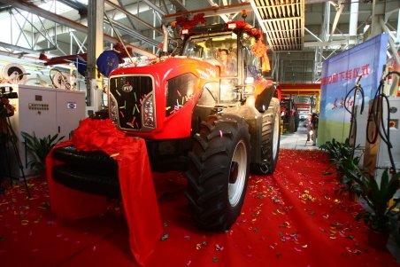东方红动力换挡重型拖拉机