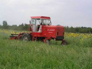 牧神9GTZ-3.6型自走式全液压割草压扁机