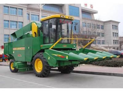 巨明4YZ-4型自走式玉米联合收获机
