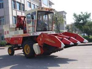巨明4YZ-3自走式玉米收获机
