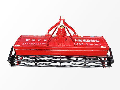 1GKN-200A1中高改变了传统高箱旋转机的四轴结构,降低动力消耗,减少了故障率,使旋耕机的动力传动轴可以再最小夹角下工作,适合于动力输出轴较高的大型拖拉机配套。箱旋耕机