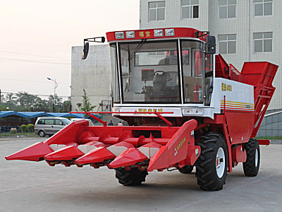 福宝4YZ-4A摘穗剥皮型自走式玉米收获机