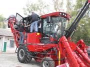 凯斯A8000型甘蔗联合收获机首次打入广西市场