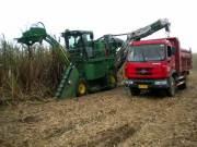 约翰迪尔在广西良圻农场举办甘蔗联合收割机现场作业演示