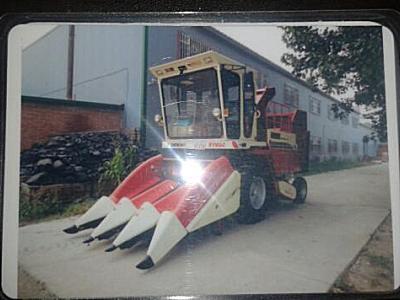 出售2011年中农博远富路4yz-3玉米联合收割机