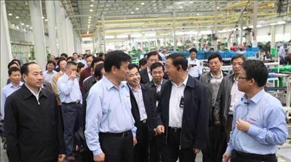副省長梁衛國及安徽省農機化發展研討會代表參觀奇瑞重工南陵工廠