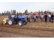 陕西省勉县展示油菜机械现场作业示范