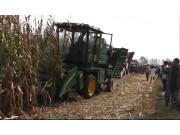 吉林東遼縣農機局召開玉米機械收獲現場會