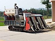 出售原装进口久保田75型半喂入式收割机一台