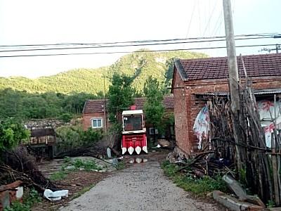 出售2012年7月出厂的99成新4yz-3三行博远玉米收割机
