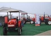 山拖盛装参加美国世界农业博览会