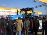 纽荷兰拖拉机在东北三省展会中倍受关注