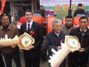 约翰迪尔向安徽六安市捐赠拖拉机