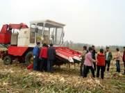 沃得成功研制江苏首台自走式玉米机