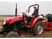温家宝在河南考察驾驶东方红拖拉机