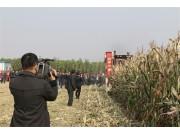 山东宁联举办玉米收获机械新产品现场演示会
