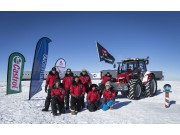 Antarctica2南极远征队高奏凯歌返回大本营