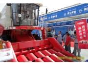 雷沃农业装备新产品亮相2014年新疆农机展