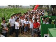 五征玉米收获机演示会在河南举行