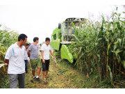 山東潤源玉米收獲機產品演示會成功舉行
