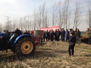 有机肥施肥机现场演示会在江苏省常熟召开