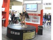 """2015全国春季农机展会上  美女大秀""""钢管舞"""""""