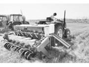 专家研制出麦茬夏大豆免耕覆秸播种新技术