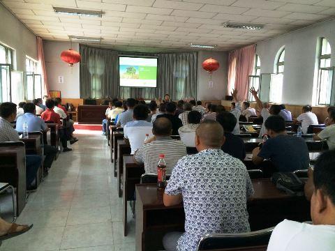新疆石河子当地用户认真学习约翰迪尔7660采棉机理论知识