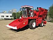 新疆牧神4YZB-2400自走式玉米联合收获机