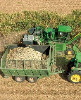 约翰迪尔(John Deere)CH330新型甘蔗收割机清洁高效的进料和高质量的收获性能