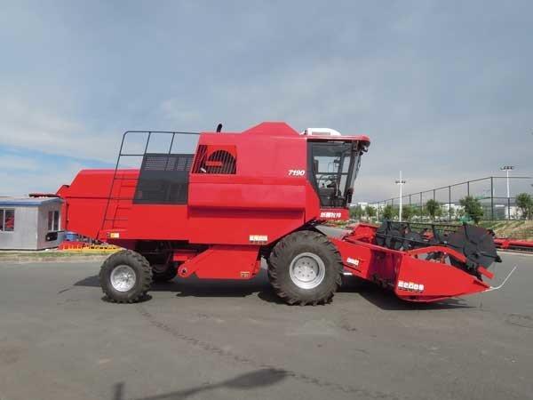 牧神4LZ-8型自走式谷物联合收割机