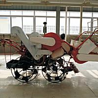 南充富鑫4LZ-0.7四轮驱动收割机