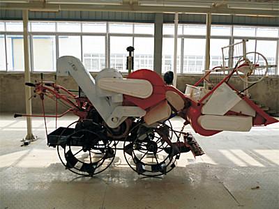 南充富鑫4LZ-0.7四輪驅動收割機
