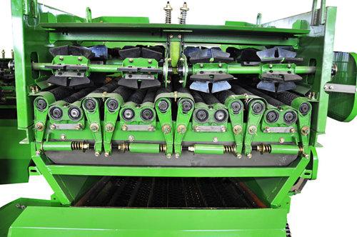 中國收獲4YZ-3F1自走式玉米聯合收獲機細節